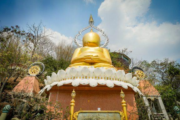 The Giant Faceless Buddha: Phra Pakhawambodi